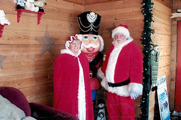 Here Comes Santa - Santa Claus & Mrs Claus